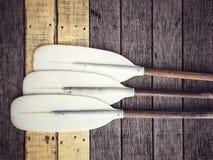 独木舟或皮船小船的桨 库存照片