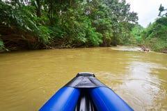 独木舟行程在Khao Sok国家公园 免版税库存照片