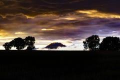 独特的云彩形成和颜色 免版税库存图片