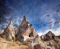 独特的地质结构在卡帕多细亚,土耳其 免版税库存图片