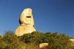 独特的岩层喜欢人面外形, Poway,内地的圣地亚哥县 库存照片