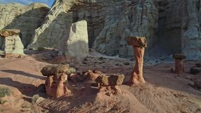 独特的岩层显示象形成的伞菌 影视素材