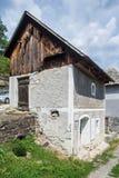 独特的房子在石头雕刻了在Brhlovce在斯洛伐克 库存照片