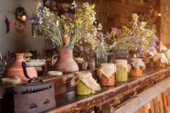 独特的种族餐馆内部 设计传统 乌克兰农村样式和装饰 欧洲,乌克兰 免版税库存图片