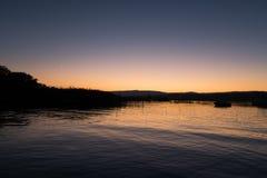 独特的穆尔滕湖的惊人视图在日落期间的在Switzerla 免版税库存图片