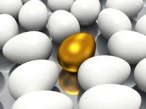 独特的金黄鸡蛋 免版税库存图片