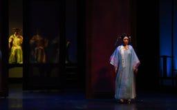 独白入宫殿现代戏曲女皇在宫殿 免版税图库摄影
