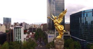 独立天使纪念碑的惊人的空中射击在墨西哥城 股票视频