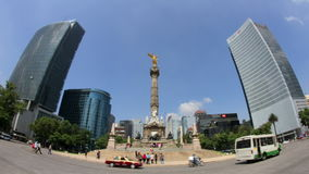 独立天使雕象 (墨西哥城, LAPSE-FULL被射击的时间) 股票录像