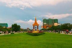 独立纪念碑是那个地标在金边,柬埔寨 免版税图库摄影