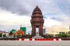 独立纪念碑是那个地标在金边,柬埔寨 免版税库存图片