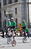 独轮脚踏车者 免版税库存照片