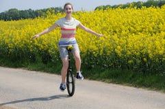 独轮脚踏车者 免版税库存图片