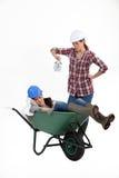 独轮车的妇女 免版税库存照片