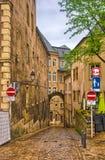 狭窄的中世纪街道在卢森堡,比荷卢三国, HDR 库存照片