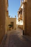 狭窄的中世纪街道在麦地那,马耳他 库存照片