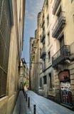 狭窄的城市胡同方式在巴塞罗那 免版税库存图片