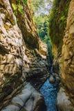 狭窄的山河峡谷 库存图片