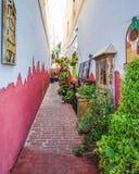 狭窄的巷道在历史的Paulsbo,华盛顿 库存图片