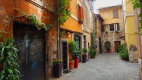 狭窄的巷道, Trastevere,罗马,意大利 免版税图库摄影