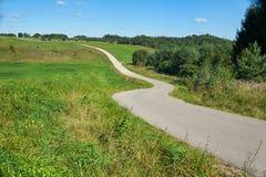 狭窄的弯曲道路 库存图片