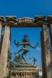 狭窄的看法古老阁下nataraja跳舞雕塑被安置在柱子之间,金奈,泰米尔・那杜,印度, 2017年1月29日 库存图片
