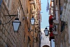 狭窄的胡同在老镇杜布罗夫尼克,克罗地亚 库存照片