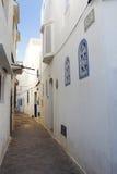 狭窄的胡同在Assila,摩洛哥 库存图片