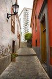 狭窄的胡同在Canarian村庄特内里费岛 库存照片