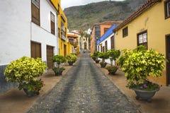 狭窄的胡同在Canarian村庄特内里费岛 库存图片