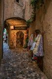 狭窄的胡同看法有商店的圣徒保罗deVence的 库存照片