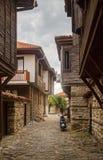 狭窄的街道和古老建筑学 库存照片