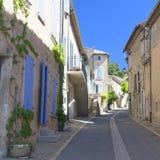 狭窄的街道在普罗旺斯,法国 免版税库存图片