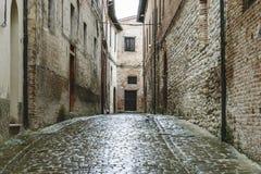 狭窄的街道在法布里亚诺 库存照片