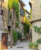 狭窄的街道在老镇在法国 库存照片
