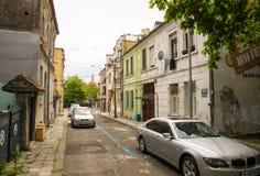 狭窄的街道在老Bourgas,保加利亚 免版税库存图片