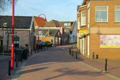 狭窄的街道在荷兰城市Meerkerk,荷兰 免版税库存照片
