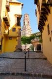 狭窄的街道在西班牙镇。巴塞罗那。Poble Espanyol。 免版税库存图片