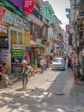 狭窄的街道在达兰萨拉 库存图片