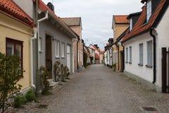 狭窄的街道在维斯比,瑞典 图库摄影