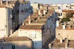 狭窄的街道在Monte Sant'Angelo,意大利 库存图片