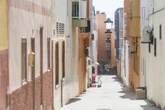 狭窄的街道在Morro Jable,费埃特文图拉岛,西班牙的市中心 免版税图库摄影