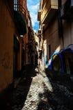 狭窄的街道在Ortigia,西勒鸠斯,意大利 免版税库存照片