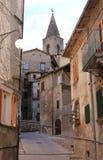 狭窄的街道在Scanno,意大利 免版税库存照片