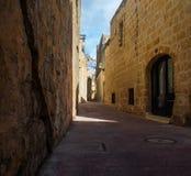 狭窄的街道在Siggiewi,马耳他 库存照片