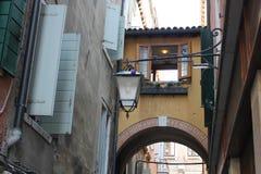 狭窄的街道,威尼斯,意大利 库存图片