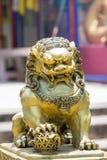 狮子保护的雕塑、标志&力量在东方人 免版税库存照片