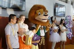 狮子国王和客人照片 免版税库存照片