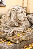 狮子在大墓地 库存图片