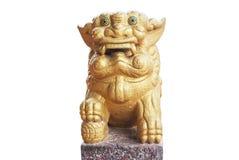 狮子在白色背景隔绝的石头雕刻 免版税库存照片